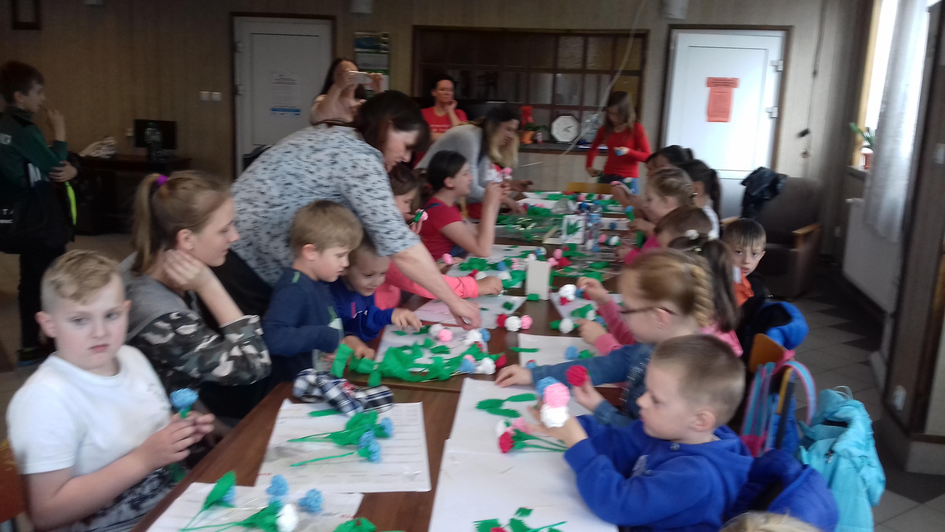 Dzień Mamy – warsztaty plastyczne z dziećmi